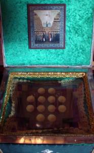 Крест-мощевик с частицами мощей преподобных Киево-Печерских в храме святого страстотерпца царя Николая II в г. Никольское