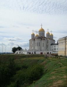 Древний Успенский собор во Владимире (фото Виктора Новокщёнова)